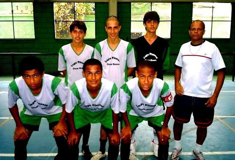 ... 12 dos 23 jogadores da seleção foram federados no futsal  confira as  fichas 360794cb8f60c
