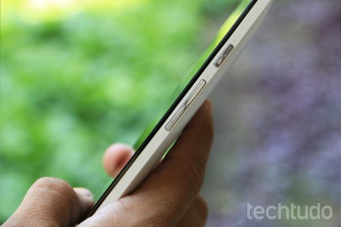 Botões laterais do ZenFone 5, da ASUS (Foto: Lucas Mendes/TechTudo)