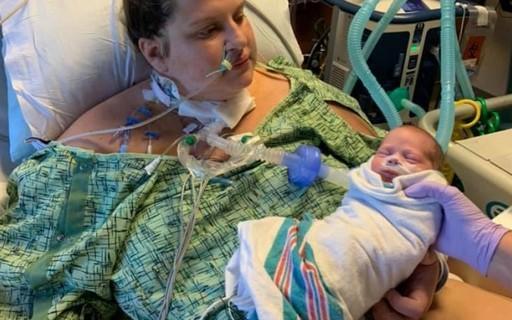 """""""Acordei do coma e descobri que tinha um bebê de um mês"""", diz mãe que teve covid"""