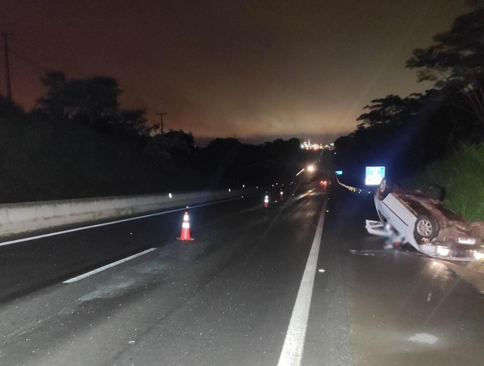 Capotamento foi registrado na Rodovia Raposo Tavares (SP-270), em Álvares Machado — Foto: Polícia Rodoviária