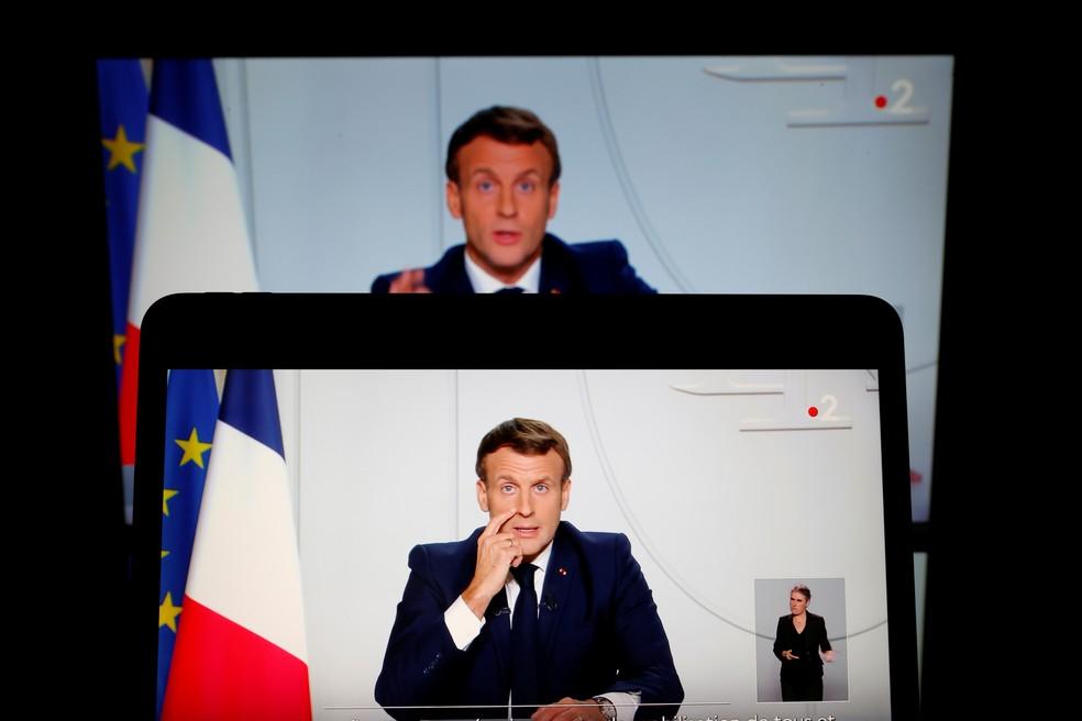 Presidente francês, Emmanuel Macron, em pronunciamento transmitido pela televisão nesta quarta-feira (28) — Foto: Christian Hartmann/Reuters