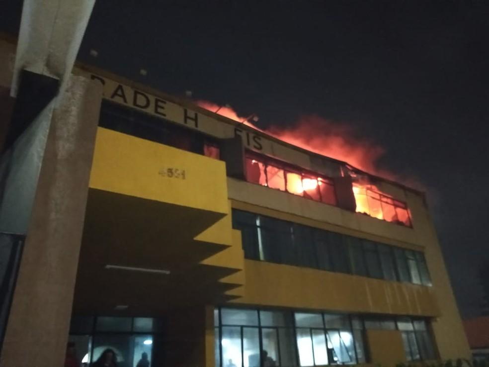 Hotel atingido por incêndio na orla de Salvador — Foto: Redes sociais