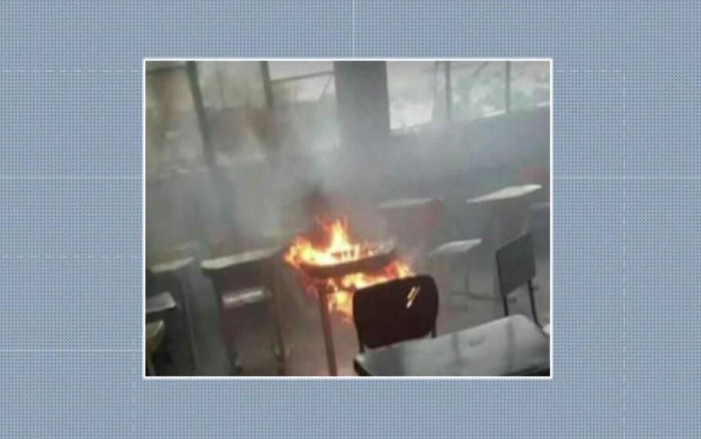 Aluno colocou fogo em prova em Ciep em Itaguaí, Região Metropolitana do Rio — Foto: Reprodução / TV Globo
