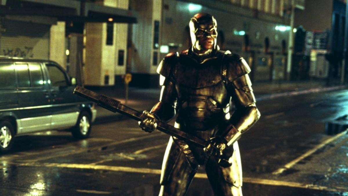O ex-jogador de basquete Shaquille ONeal em cena de Aço (1997) (Foto: Reprodução)