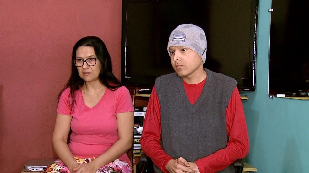 Rosa Helena Sedassare e o filho Victor Sedassare em Ribeirão Preto (Foto: Reprodução/EPTV)