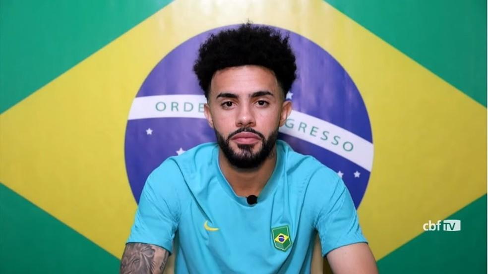 Claudinho, meia do Bragantino e da seleção olímpica, em entrevista — Foto: Reprodução / CBF TV