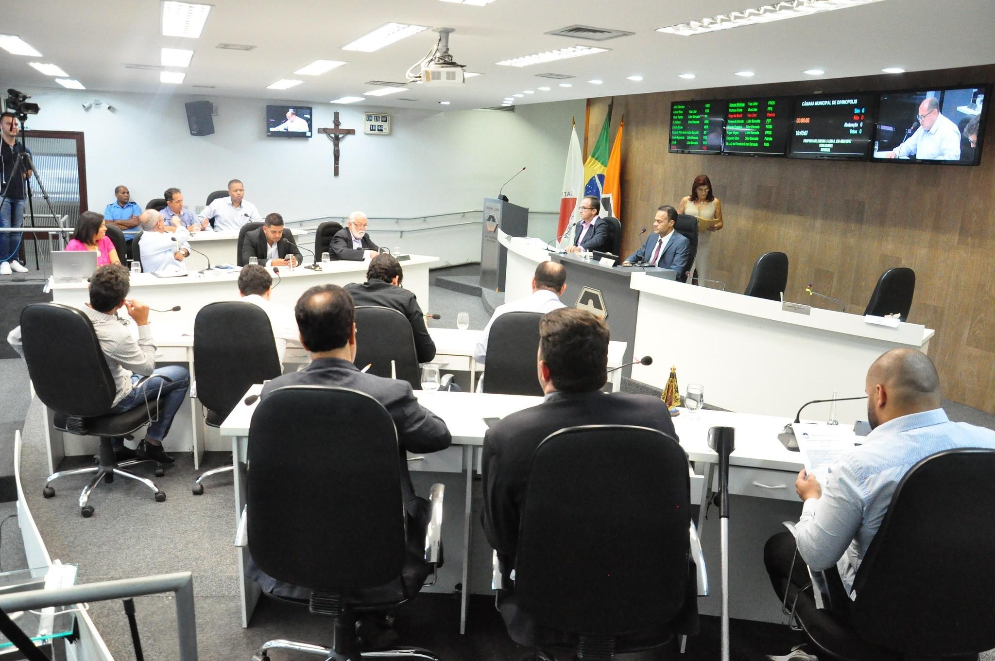 Projetos de leis e pareceres são aprovados durante reunião na Câmara de Divinópolis - Notícias - Plantão Diário