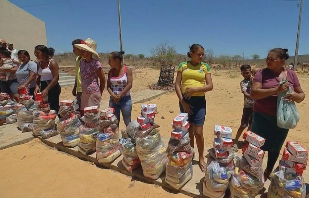 Moradores do sertão nordestino vivem realidade difícil e recebem ajuda de voluntários de Bauru — Foto: Reprodução/TV TEM