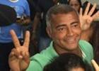 'Ex-favelado que virou senador', festeja Romário (Fernanda Rouvenat/G1)