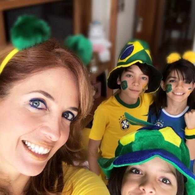 Poliana Abritta e seus trigêmeos (Foto: Reprodução/Instagram)
