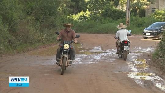 Produtores reclamam de prejuízos com más condições de estradas rurais de Estiva, MG