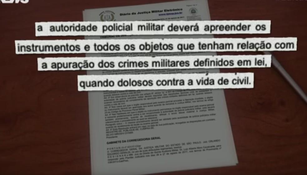 Destaque de decisão que autoriza PMs a apreenderem objetos da cena de crimes (Foto: Reprodução/TV Globo)