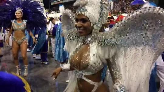 Valeska Reis vira pássaro livre no Desfile das Campeãs de SP: 'A gente bagunça'