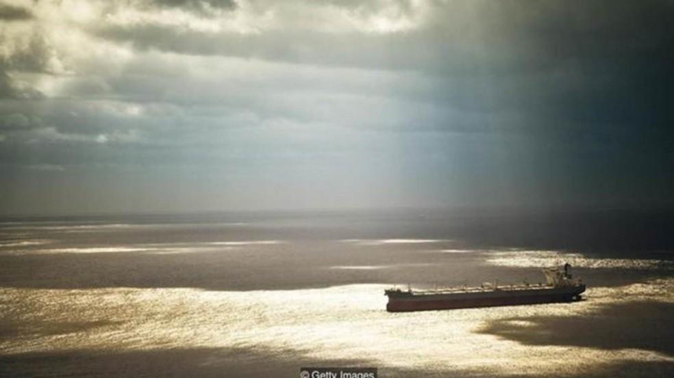 Grande parte do oceano não faz parte das rotas marítimas, sendo raramente navegado (Foto: Getty Images)