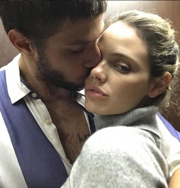 Chay Suede e Laura Neiva em post no Dia dos Namorados (Foto: Reprodução/Instagram)