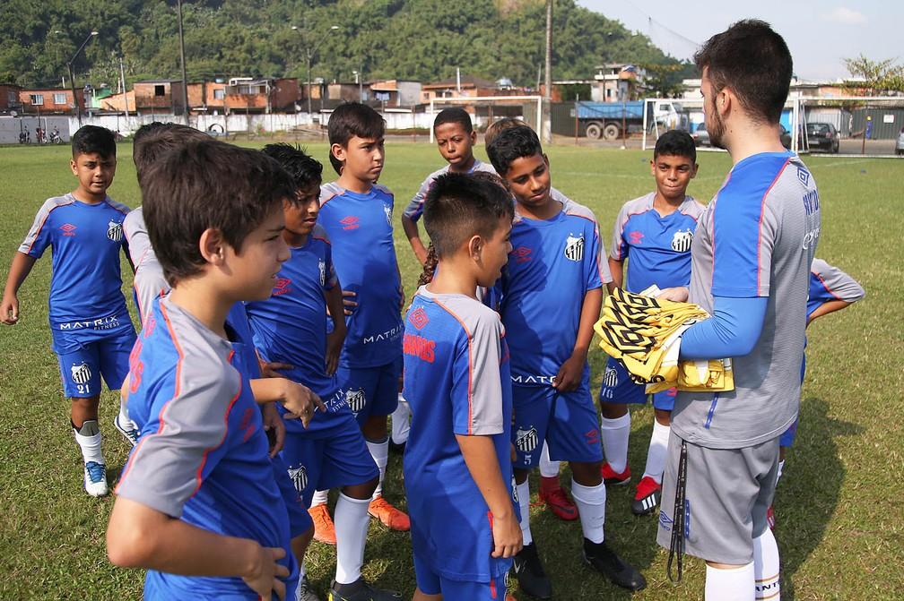 Time sub-11 do Santos em treino no CT Meninos da Vila — Foto: Pedro Ernesto Guerra Azevedo/Santos FC