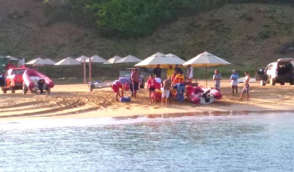 Mulher foi resgatada da Praia do Cachorro pelos bombeiros — Foto: Dayvosn Reis/Acervo pessoal