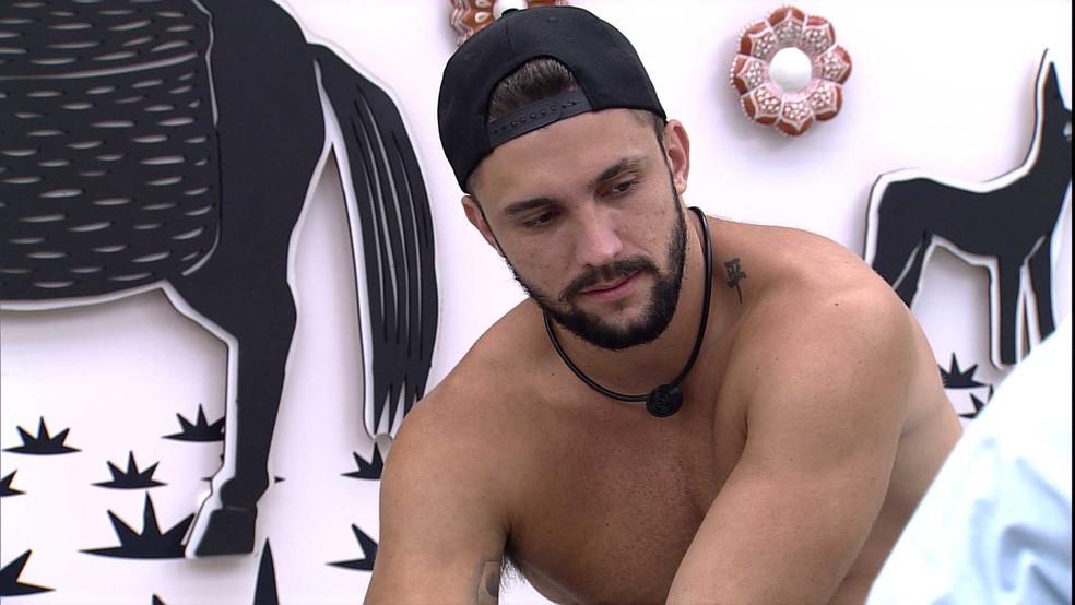 Arthur comenta desentendimento com brother do BBB21: 'Se ele é o Fiuk, eu sou o Arthur de Conduru' — Foto: Globo