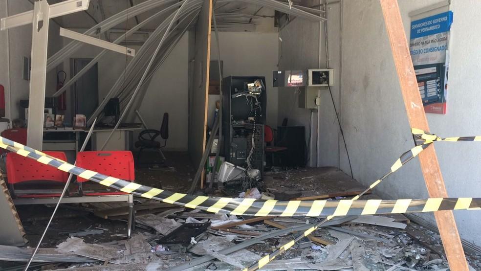 Bradesco de Correntes também foi explodido  (Foto: Diogo Franco/TV Asa Branca)