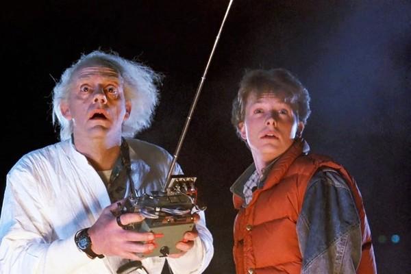 Christopher Lloyd e Michael J. Fox em cena de De Volta Para o Futuro (1985) (Foto: Divulgação)