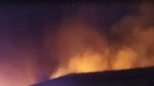 Criminosos rendem guarda, ateiam fogo na Prefeitura de Nova Bandeirantes (MT) e prédio fica destruído