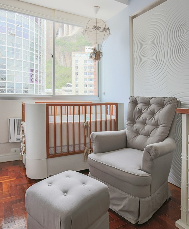 A poltrona foi pensada para que a mãe tivesse comodidade para cuidar do bebê (Foto: Antônio Shumacher / Divulgação)
