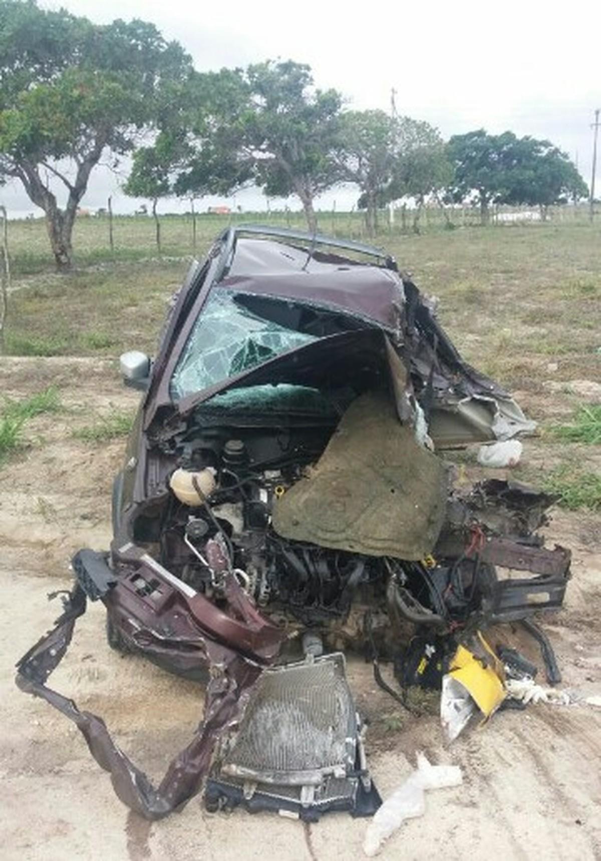 Duas pessoas morrem durante ultrapassagem na BR- 424, em Caetés