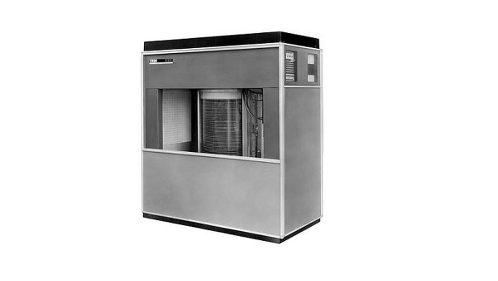 RAMAC 305, o primeiro computador com disco rígido — Foto: Divulgação/IBM