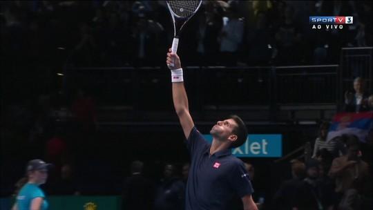 Djokovic leva sufoco, mas bate Raonic com dois tie-breaks e vai à semifinal