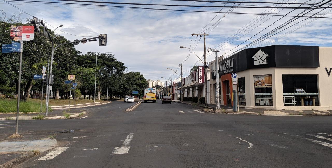 Covid-19: comércio de rua em Uberlândia pode funcionar 1h a mais e restaurantes e padarias voltam a abrir aos sábados