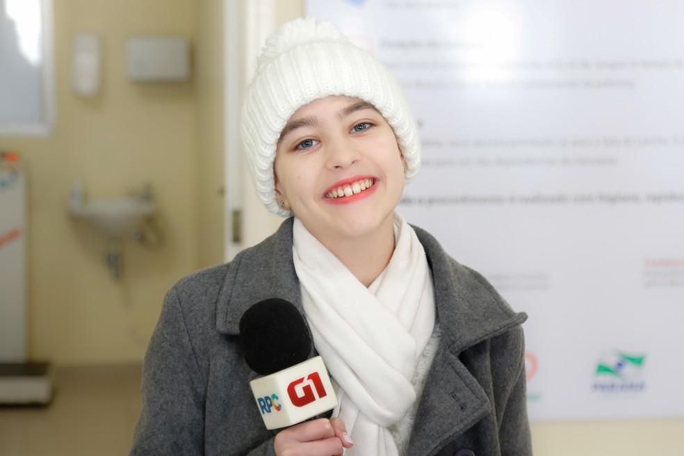 Lara tem 12 anos e tem o sonho de ser jornalista  (Foto: Rodrigo Fonseca )