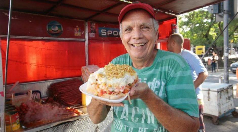 Conheça 'o maior hot-dog do mundo', feito em um carrinho no Rio de Janeiro (Foto: Reprodução)