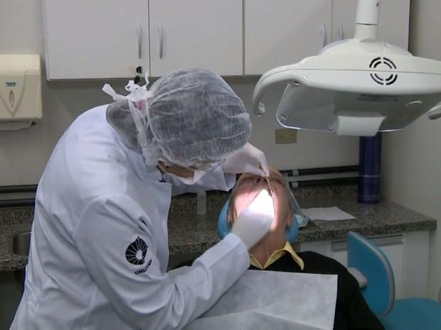 Pesquisa descobre na saliva indicadores sobre câncer de boca - Piracicaba (Foto: Reprodução/EPTV)
