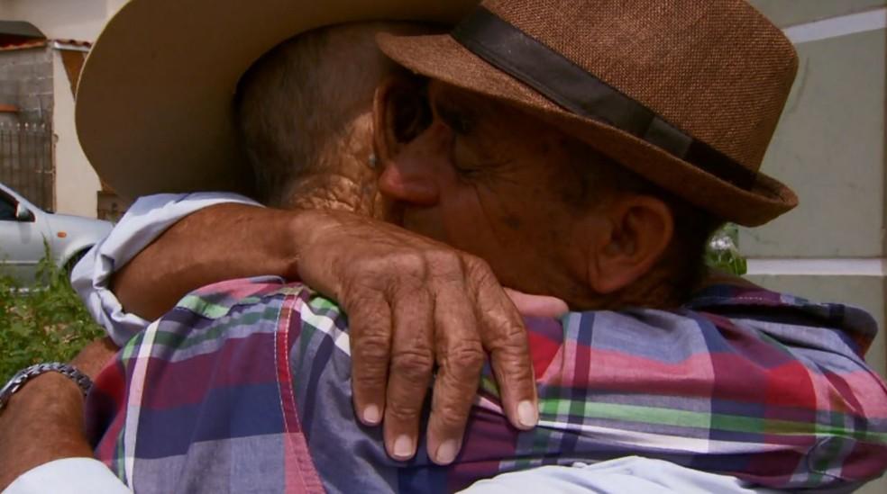 Reencontro de irmãos após quase 70 anos foi marcado por emoção em Perdões (MG) (Foto: Reprodução/EPTV)