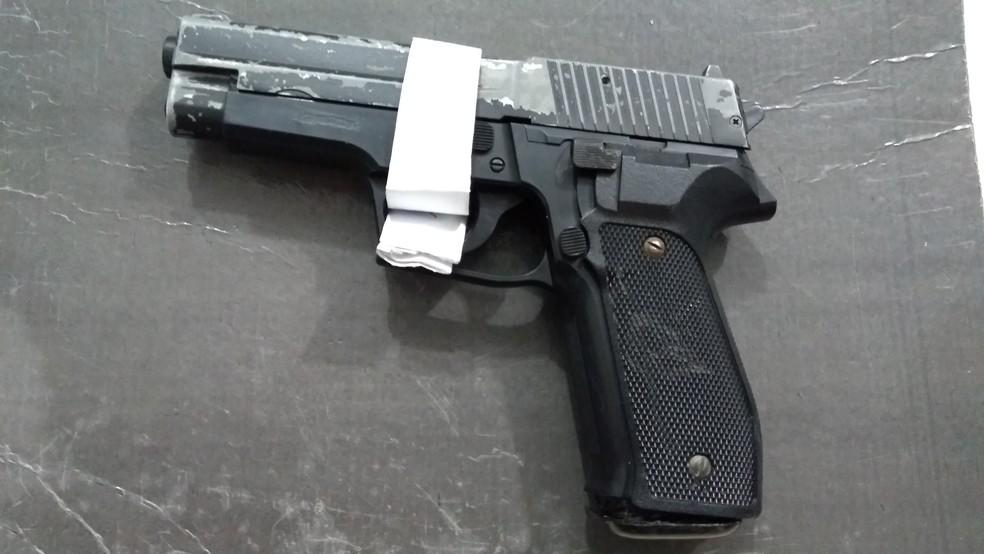 -  Simulacro de arma de fogo foi usado por menores durante tentativa de roubo em Porto Velho  Foto: Hosana Morais/G1