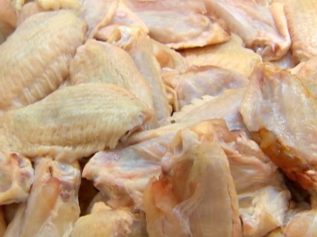 Arábia Saudita suspende a compra de carne de aves de 11 frigoríficos do Brasil thumbnail
