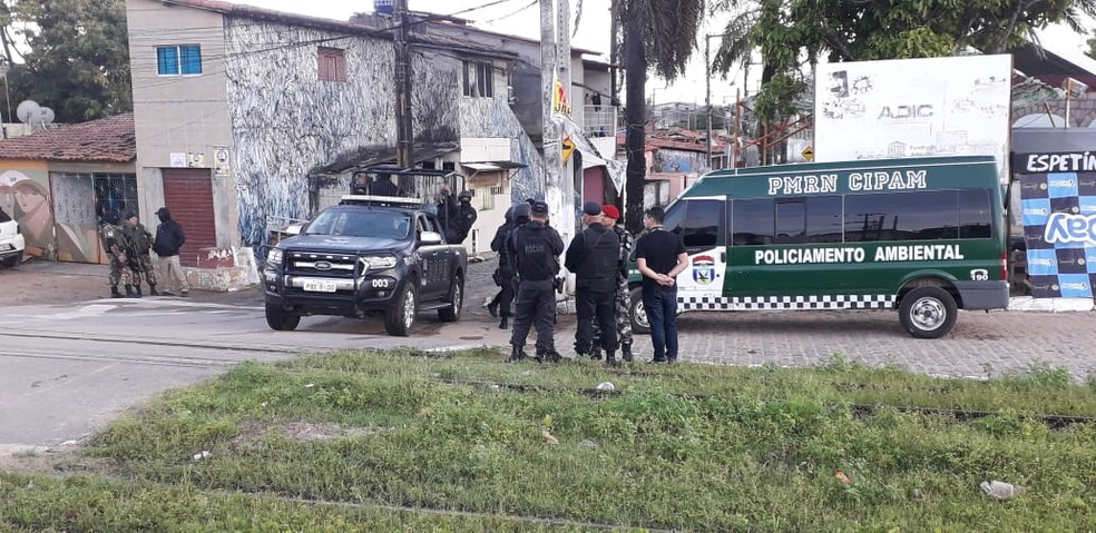 Operação foi deflagrada na manhã desta terça (30) para combater crimes cometidos em Natal por ordem de preso do RJ — Foto: Klênyo Galvão/Inter TV Cabugi
