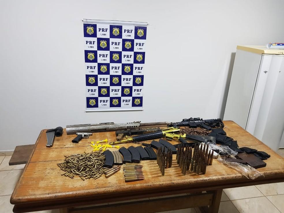 Armamento e munições apreendidos em Ji-Paraná — Foto: PRF/Divulgação