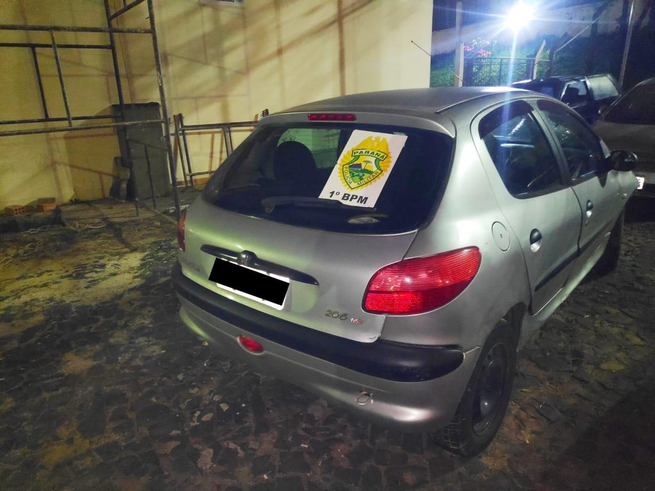 Casal é preso após agredir mulher, roubar carro e bater contra muro em Ponta Grossa, diz PM - Notícias - Plantão Diário
