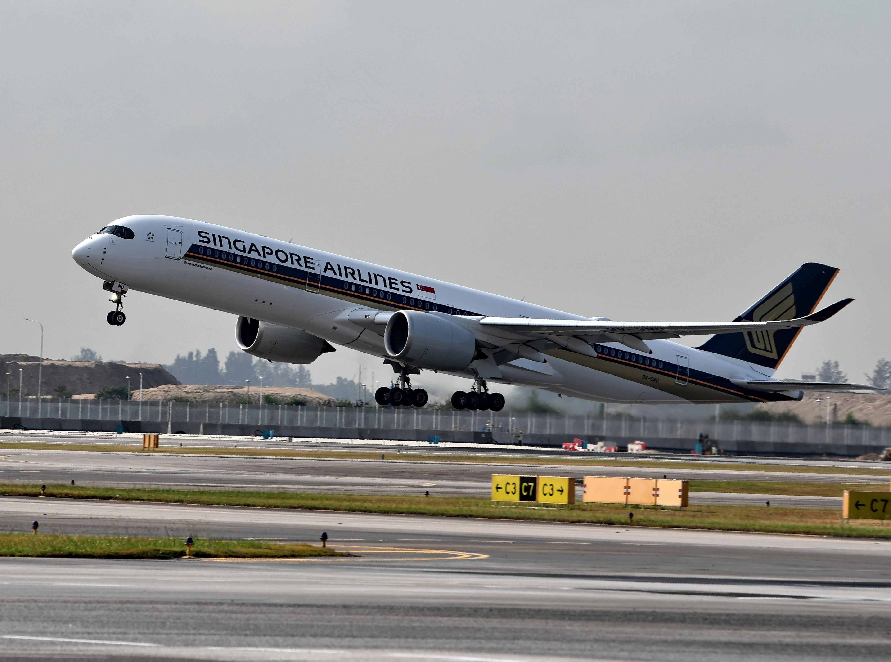 Passageiros se preparam para o voo comercial direto mais longo do mundo: 19 horas de Singapura a Nova York