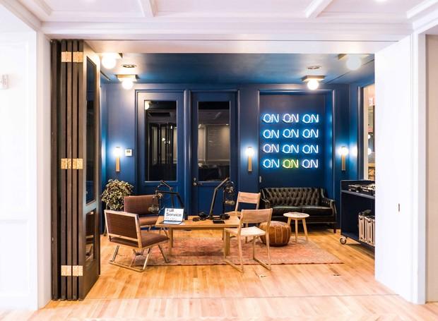 O hotel oferece um estúdio de rádio totalmente reformado (Foto: Deezen/ Reprodução)