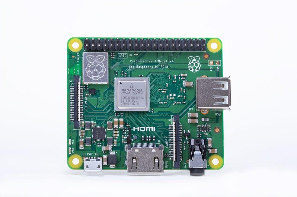 Raspberry Pi 3 A+ é poderoso, mas tem recursos a menos — Foto: Divulgação/Raspberry Foundation