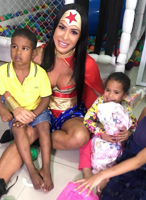 Gracyanne Barbosa visita orfanato em Guarulhos (SP) (Foto: Divulgação)