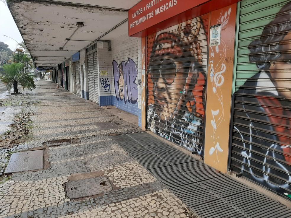 26 de março - Comércio fechado na W3 Sul, em Brasília — Foto: G1/Carolina Cruz