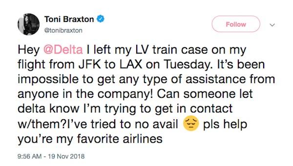 O post inicial de Toni Braxton relatando o desaparecimento de sua mala dentro do aeroporto de Los Angeles (Foto: Twitter)
