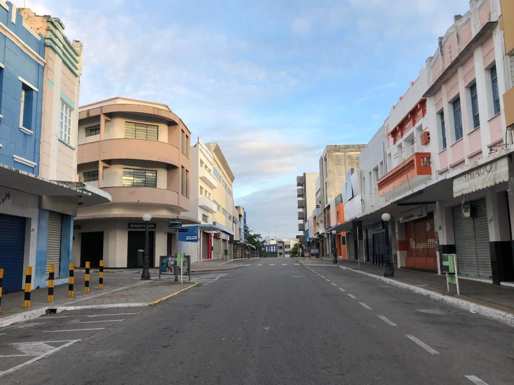 CAMPINA GRANDE (PB) - Centro de Campina Grande (PB) vazio na manhã de segunda-feira (23) — Foto: Artur Lira/TV Cabo Branco