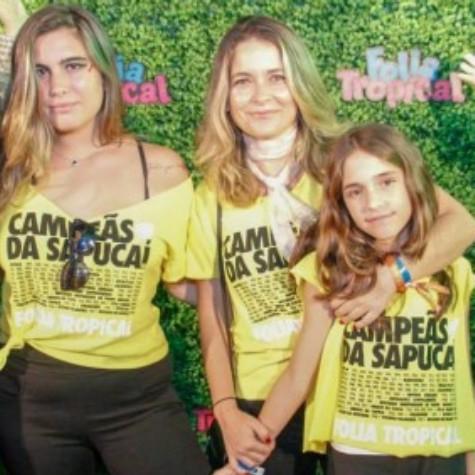Cláudia Abreu com as filhas, Maria e Felipa (Foto: Divulgação)