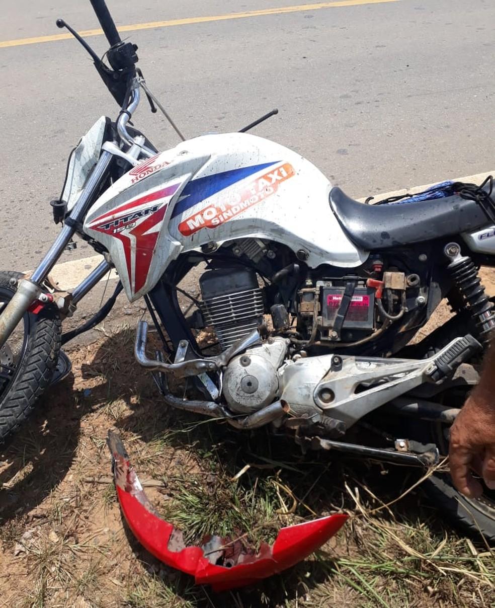 Raimundo Antônio dirigia a motocicleta e teve uma das pernas dilacerada no acidente, segundo testemunha — Foto: Antônio Carlos Rodrigues/Arquivo pessoal