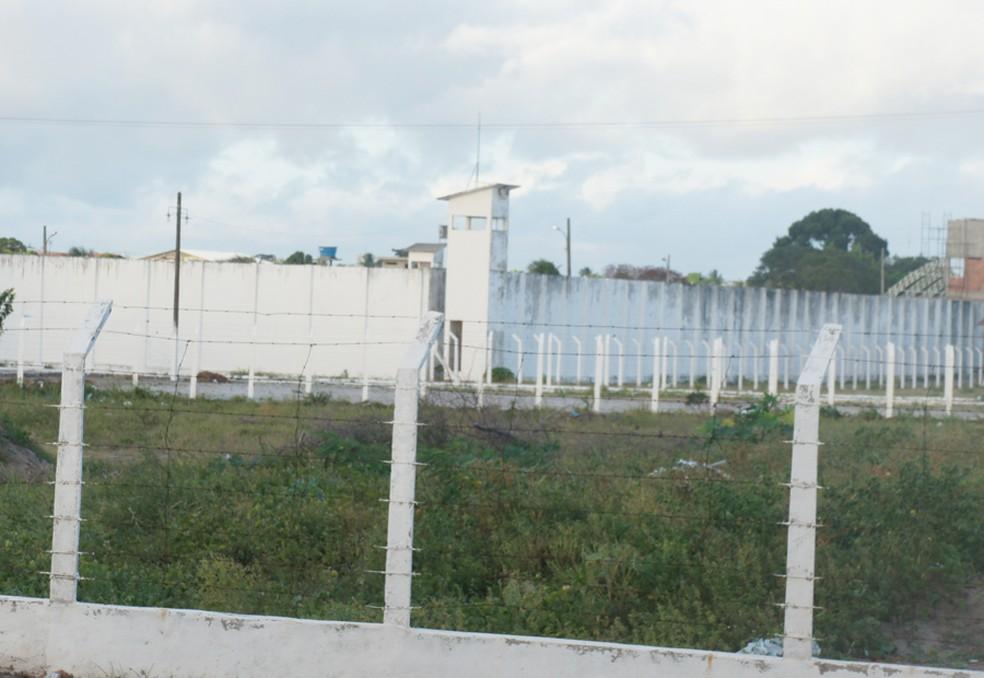 Suspeita foi levada temporariamente para o Presídio Júlia Maranhão, onde está sendo feita a carceragem de presas em flagrante durante a pandemia — Foto: Inaê Teles/G1