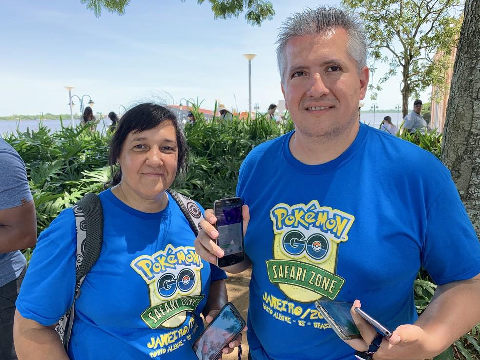 Jogadores desde o primeiro dia, Luís e Marisa vieram com camiseta temática para o evento — Foto: José Adorno/G1